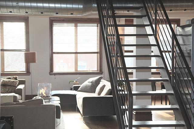 schodiště v obýváku.jpg