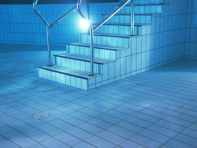 schody v bazénu.jpg